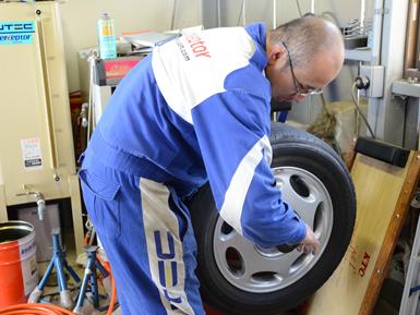 タイヤとオイルのプロとして、15年の実績があります。